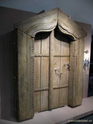 Резная дверь 17 века